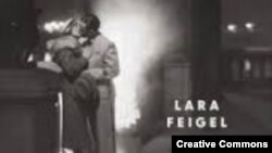 Лара Фейгел. «Приворотное зелье бомб. Мятущиеся души Второй мировой войны», фрагмент обложки