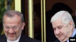ولید معلم، وزیر خارجه سوریه، در کنار منوچهر متکی، وزیر خارجه سابق ایران