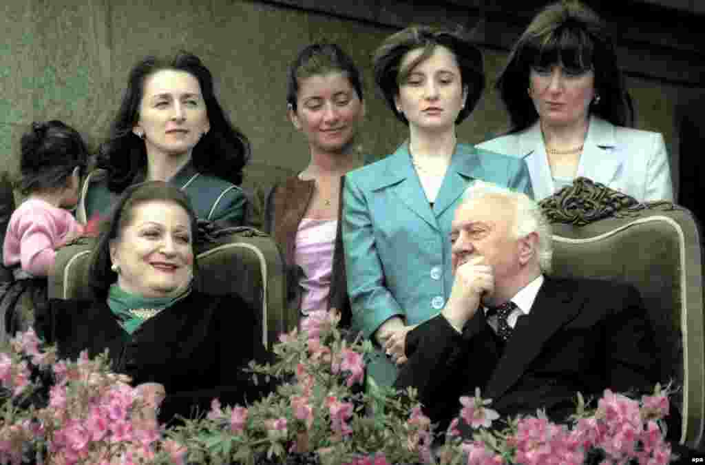 Georgian President Eduard Shevardnadze speaks to his wife Nanuli as their daughter Manana, two granddaughters, and daughter-in-law stand behind them during the 2000 presidential inauguration ceremony in Tbilisi.