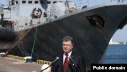 Президент України Петро Порошенко під час робочого візиту до Одеси. 10 квітня 2015 року