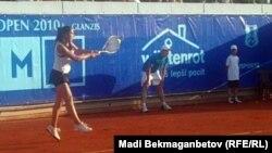 Зарина Диас Prague Open турнирінде. Прага, 13 шілде 2010 жыл.