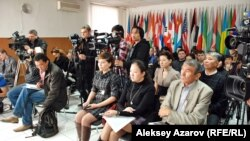 Баспасөз жиынында отырған журналистер. Алматы. (Көрнекі сурет)