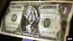 دولار مزوّر يظهر جورج واشنطن مصدوماً في سوق تبادل العملات بفرانكفورت الألمانية