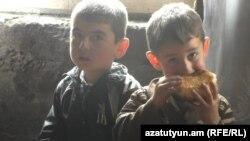 Շահինյանների անապահով ընտանիքի երեխաները, Գյումրի, 2016 թ․