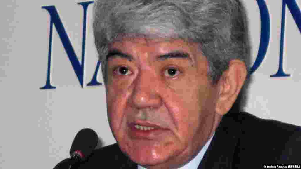 Мэлс Елеусизов (1950 года рождения) выдвигал свою кандидатуру на выборах президента в 2005 и 2011 годах. В первый раз, по данным Центральной избирательной комиссии, за него проголосовали 0,28 процента избирателей, во второй раз - 1,15 процента. На выборах в 2011 году он заявил, что проголосовал за своего соперника Нурсултана Назарбаева. С 1989 года возглавляет экологическое движение «Табигат».