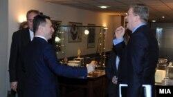 Премиерот Никола Груевски се сретна со еврокомесарот за проширување Штефан Филе во Скопје.