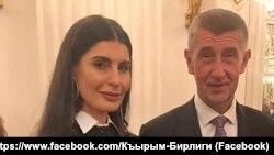 Представитель пророссийской крымскотатарской организации «Къырым бирлиги» Тамила Безазиева с премьер-министром Чехии Андреем Бабишем во время официального приема у президента Чехии, 28 октября 2019 года