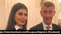 Керівник прокремлівської кримськотатарської організації «Кирим бірлігі» Таміла Безазієва з прем'єр-міністром Чехії Андреєм Бабішем під час офіційного прийняття у президента Чехії, 28 жовтня 2019 року