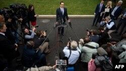 وزیر خزانهداری آمریکا روز سهشنبه گفت: «بهدنبال این هستیم که سریعا چکها را به دست آمریکاییها برسانیم».