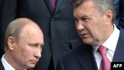 Ukrainian President Viktor Yanukovych (right) with his Russian counterpart Vladimir Putin. (file photo)