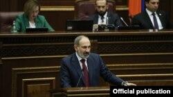премьер-министр Армении Никол Пашинян выступает в Национальном собрании, Ереван, 6 февраля 2020 г.