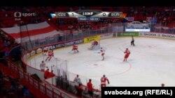 Бел-чырвона-белы сьцяг на матчы Беларусь-Чэхія 3 траўня
