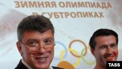 Борис Немцов (ч) ва Леонид Мартинюк.