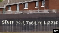 Антимонархическое граффити в Белфасте