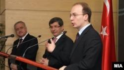 Министрите за надворешни работи на Македонија и на Турција Антонио Милошоски и Ахмет Давутоглу