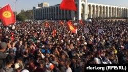 Митинг на площади в Бишкеке. 5 октября 2020 года.