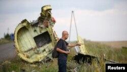 Malaysia Airlines компаниясының құлаған ұшағының бөлшектері. Донецк облысы, Украина, 22 шілде 2014 жыл.