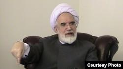 به گفته محمد تقی کروبی، پدرش برخورد منفعلانه با انتخابات را درست نمیداند