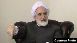 کروبی از خامنهای برای ورود سپاه و بسیج به فعالیتهای سیاسی و اقتصادی انتقاد کرده و گفته است که نتیجه فاجعهآمیز آن بر همه روشن است.