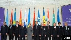 Главы правительств стран СНГ на одной из предыдущих встреч