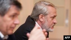 Дуквахи Абдурахманов (слева) и Ахмед Закаев на пресс-конференции в Лондоне