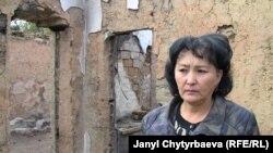 Оштогу былтыркы коогада ишкер Саламат Исакованын да чакан бизнеси күйүп кеткен, 2010-жылдын 23-октябрында тартылган сүрөт.