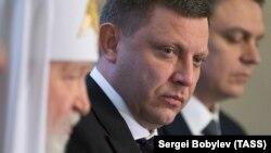 В червні до анексованого Криму замість Захарченка приїхав Денис Пушилін, так званий «глава ради депутатів» угруповання «ДНР»