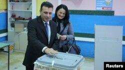 Лідер опозиційного «Соціал-демократичного союзу Македонії» Зоран Заєв голосує з дружиною на виборчій дільниці в Струмиці, 11 грудня 2016 року