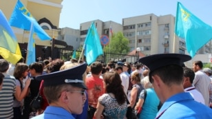 Crimean Tatars picket the building of the Consulate General of Russia in Simferopol, demanding the resignation of Russian Consul General Vladimir Andreyev on May 23.