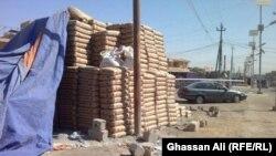 أكياس إسمنت في موقع بناء ببغداد