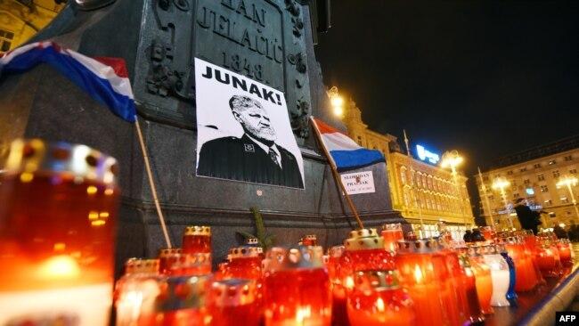 """""""Na glavnom zagrebačkom trgu pale se svijeće ratnom zločincu"""", Zagreb, 30. studeni 2017."""