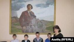 Галимҗан Ибраһимов исемендәге гимназия мөдире Әлфия Галиева укучылары белән