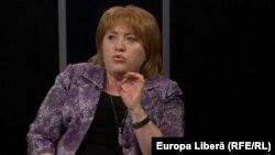 Fosta judecătoare Domnica Manole în studioul Europei Libere