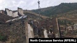 Руины села Мокок спустя год после пожара