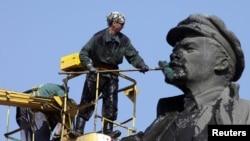 Vladimir Leninin Krasnoyarskda heykəli