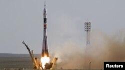 Байқоңырдан ұшып шыққан Ресейдің Союз TMA-04M ғарыш зымыраны. 15 мамыр 2012 жыл