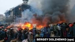 Сутички між протестувальниками та силовиками. Майдан Незалежності, Київ, 19 лютого 2014 року