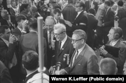 Барри Голдуотер (справа) на съезде Республиканской партии в Сан-Франциско. Июль 1964