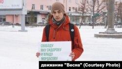 """Участник пикета в Барнауле в поддержку осужденных по """"ростовскому делу"""""""