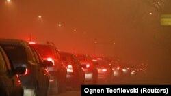 Главниот град Скопје во услови на високо ниво на аерозагадување. Проценките според изработени научни студии се дека во Македонија годишно има над 3.000 случаи на предвремена смрт поради загадениот воздух.