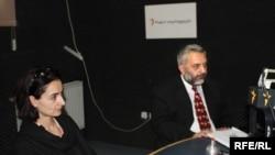 ეკა სირაძე-დელონე, სამართლიანი არჩევნებისა და დემოკრატიის საერთაშორისო საზოგადოების აღმასრულებელი დირექტორი და ზურაბ ხარატიშვილი, ცენტრალური საარჩევნო კომისიის თავმჯდომარე