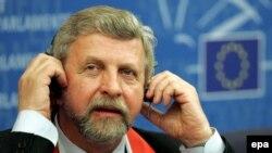 После второго предупреждения, в отношении Милинкевича может быть возбуждено уголовное дело по факту «дискредитации Республики Беларусь»