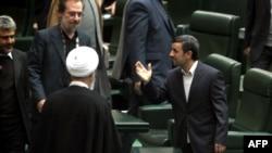محمود احمدینژاد به منظور تشریح شرایط اقتصادی ایران در مجلس شورای اسلامی حضور یافت.