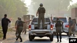 Пакистан -- Пешаварга жакын аскер базасындагы чабуулдан кийин, 18-сентябрь, 2015.