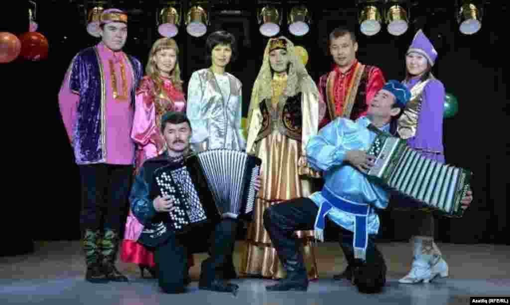 Себер татар үзәге хезмәткәрләре һәм артистлары