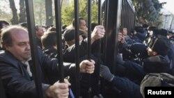 """Протест """"чернобыльцев"""" у здания администрации президента Украины в Киеве, 1 ноября 2011"""