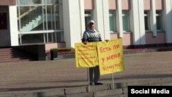 79-летний активист удмуртского движения, ученый Альберт Разин на пикете. Ижевск, 10 сентября 2019 года.