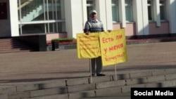 Ռուսաստան - Ալբերտ Ռազինը խորհրդարանի շենքի մոտ, Իժևսկ, 10-ը սեպտեմբերի, 2019թ․