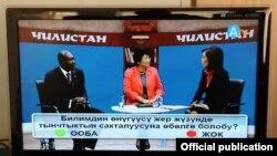"""""""Алиппе ТВ"""" каналынын алгачкы тынчтык сабагына президент Роза Отунбаева жана Эл аралык электробайланыш бирикмесинин жетекчиси Хамадун Туре да катышты."""