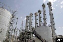 Вид на реактор на тяжелой воде в Араке, который международное сообщество предписало Ирану закрыть